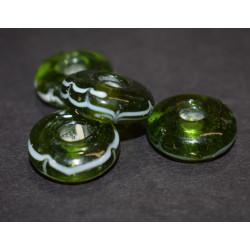 Grøn blank glasperle med...