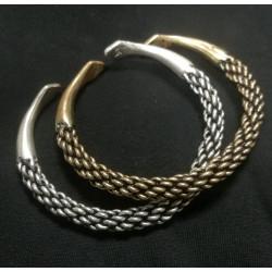 Flettet armring i bronze. Kopi af smykke fra vikingetiden.