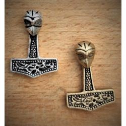 Thorshammer baseret på fund fra Danmark - Dette vedhæng er fundet på Møn i Danmark.
