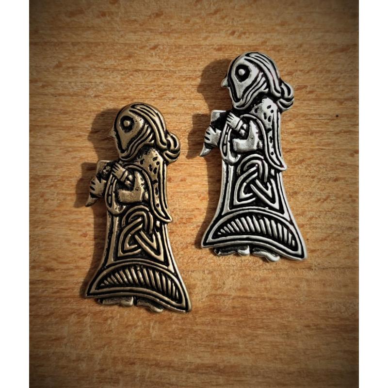 Vikingevedhæng fra Danmark. Kvinde figur fra Tissø